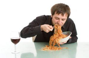 Penyebab Cegukan - Makan Terlalu Cepat
