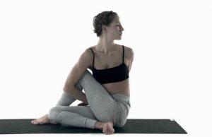 Ardha Matsyendrasana atau Seated Spinal Twist