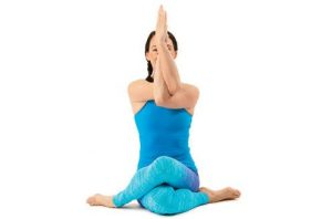 Garudasana atau Modified Eagle Pose