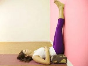 Viparita Karani atau Legs Up the Wall Pose