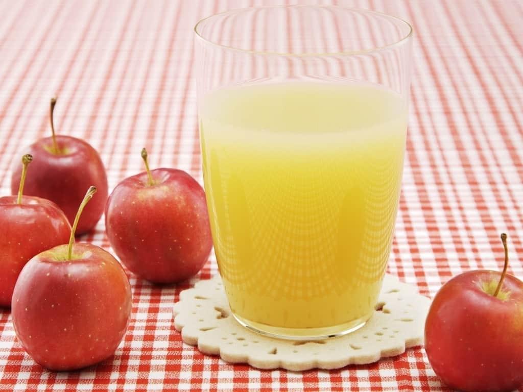 Intip 10 Manfaat Penting Minum Jus Apel Tiap Hari