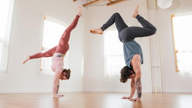 Waduh, Wanita Ini Kena Stroke Gara-gara Melakukan Pose 'Handstand' saat Yoga