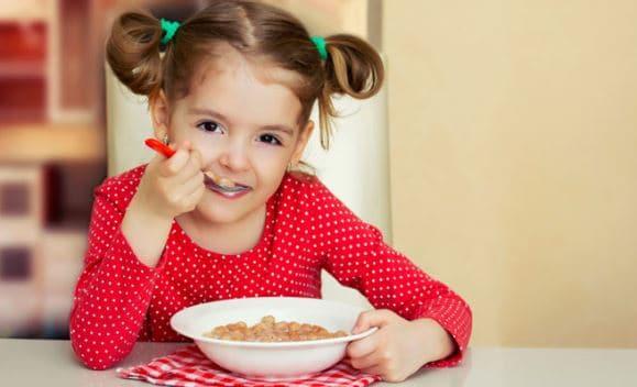 Agar Anak Tak Lewatkan Sarapan Karena Malas, Intip 7 Tipsnya Moms!
