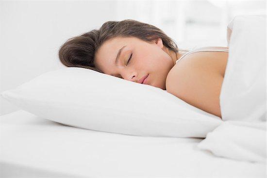 Cukup Dengan Tidur, 5 Masalah Kulit Ini Dapat Teratasi Lho