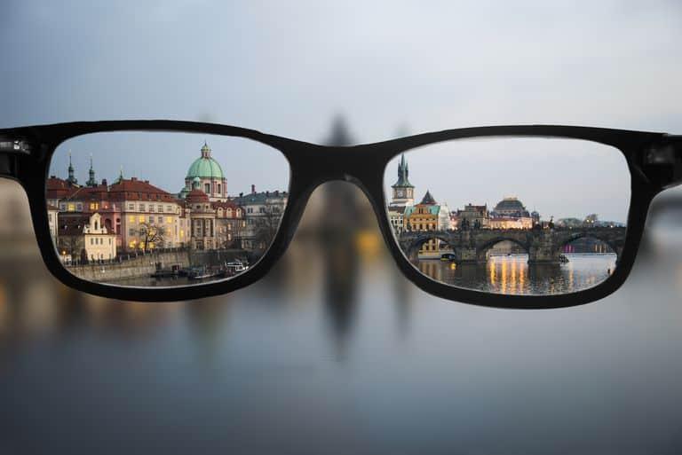 Ini Lho 3 Pantangan Utama Orang Dengan Mata Minus Tinggi