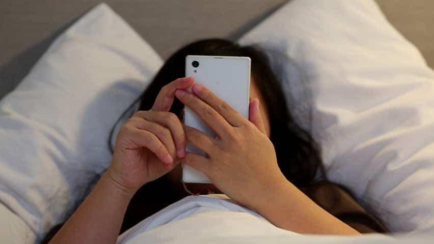 Main Smartphone Sampai Kecanduan? Awas 5 Nyeri Tubuh Ini Mengintai