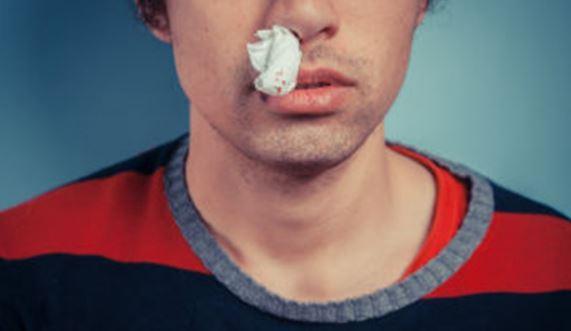 Mimisan Tak Kunjung Sembuh Disertai Benjolan Merah di Hidung, Pria Ini Kenapa?