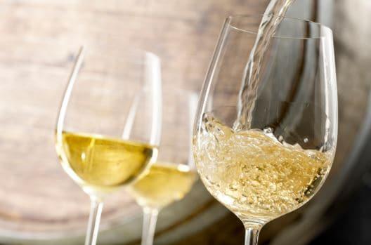 Minum Wine Putih Berlebihan Berpotensi Sebabkan Kanker Kulit, Benarkah?