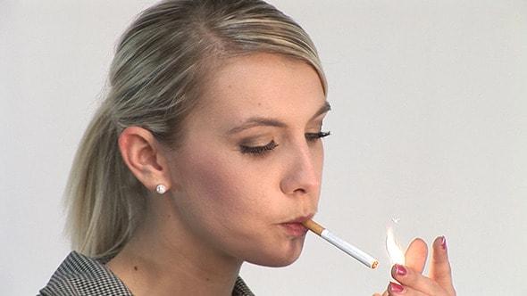 Perokok Wanita Wajib Tahu, 9 Bahaya Kesehatan Inilah yang Mengintai