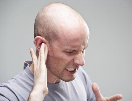 Bagaimana Kalau Ada Laba-laba Bikin Sarang di dalam Telinga? Pria Ini Mengalaminya