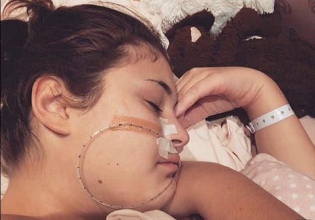 Gadis Ini Tak Bisa Berjalan dan Makan Karena Terdiagnosa 4 Penyakit Langka