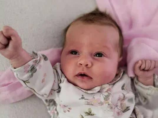 Setelah Disentuh Banyak Orang, Bayi Ini Meninggal Karena Infeksi Bakteri
