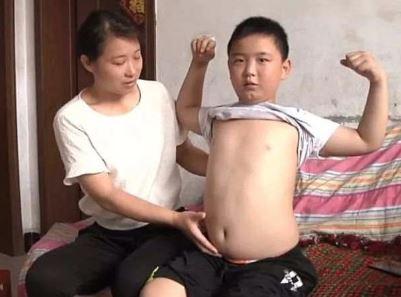 Gemukkan Badan, Anak Laki-laki Ini Ingin Selamatkan Ayahnya