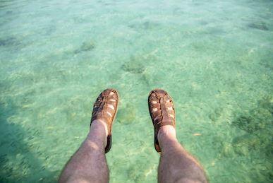 Hanya Karena Celupkan Kaki ke Air Pantai, Infeksi Bakteri Mengancam Pria Ini