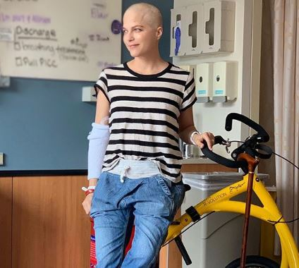 Didiagnosa Multiple Sclerosis, Aktris Selma Blair Cukur Habis Rambutnya