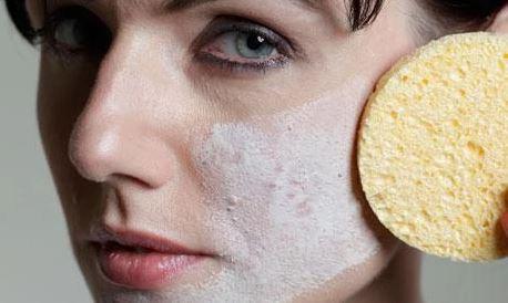 5 Ciri Jerawat Karena Tidak Cocok Kosmetik yang Perlu Dicermati