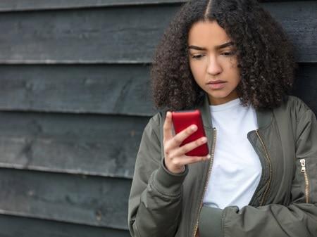 Efek Berbahaya Smartphone untuk Remaja, Sudah Terbukti!