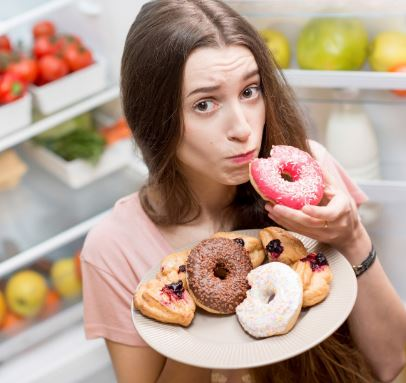 Tanpa Disadari, Ini Lho 8 Kebiasaan Penyebab Gigi Berubah Kekuningan