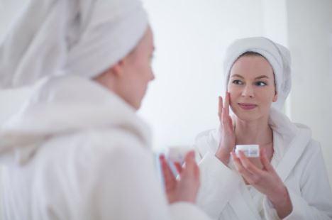 Ladies, Kenali 7 Kandungan Skincare yang Dapat Membahayakan Kulit