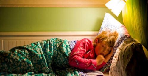 Bahaya Tidur dengan Lampu Terang