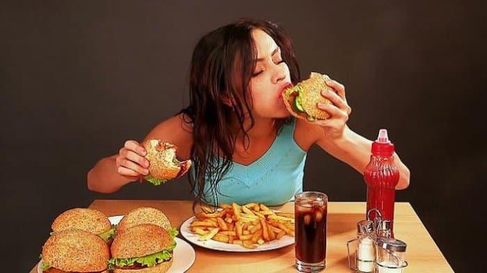 Doyan Makan Sebelum Menstruasi ? Cari Tahu Apa Alasannya