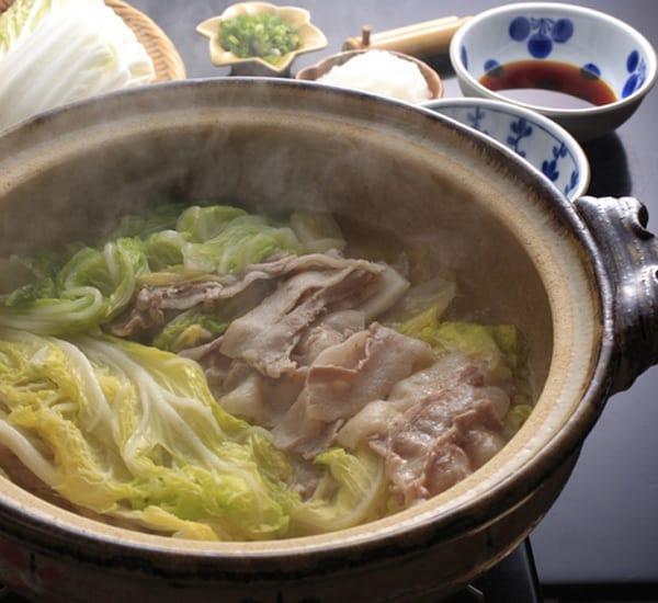 Diduga Makan Daging Babi Kurang Matang, 700 Cacing Pita Ada dalam Tubuh Pria Ini