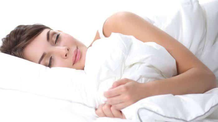 5 Minuman Mudah Dibuat Yang Membantu Anda Tidur Nyenyak