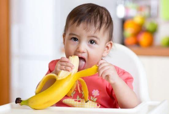 Bayi 40 Hari Meninggal Tersedak Pisang, Kapan Sebaiknya Bayi Diberi Makan Buah Ini?